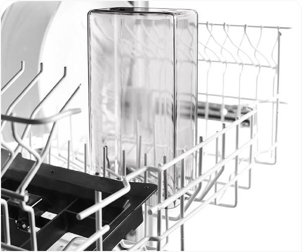 Kõik piimasüsteemi osad on nõudepesumasinas pestavad.